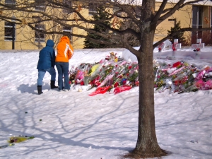 Students at a makeshift memorial for victims of campus shooter on the campus of Northern Illinois University, DeKalb, Illinois [Photo: Mark Harris, Feb. 2008].