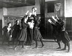 Western High School Girls' Basketball, Washington, DC, 1899. (Courtesy Library of Congress, LC-USZ62-71237)